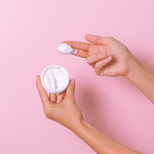 Hidratarea – pasul subestimat în hidratarea pielii cu acnee